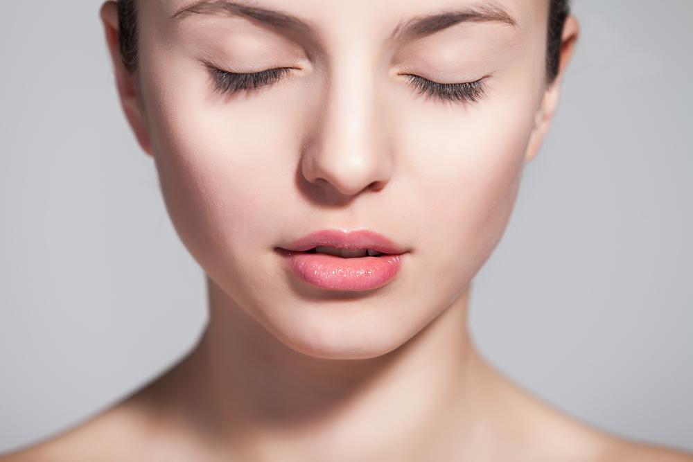 頬のこけのを解消する効果的な美容整形と名医