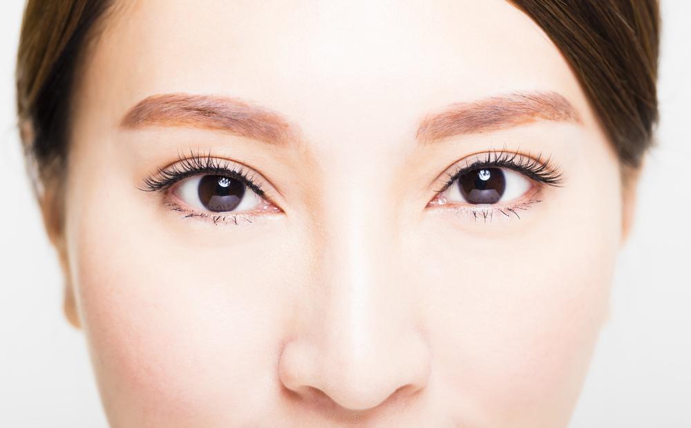 目の上のくぼみを解消する効果的な美容整形と名医