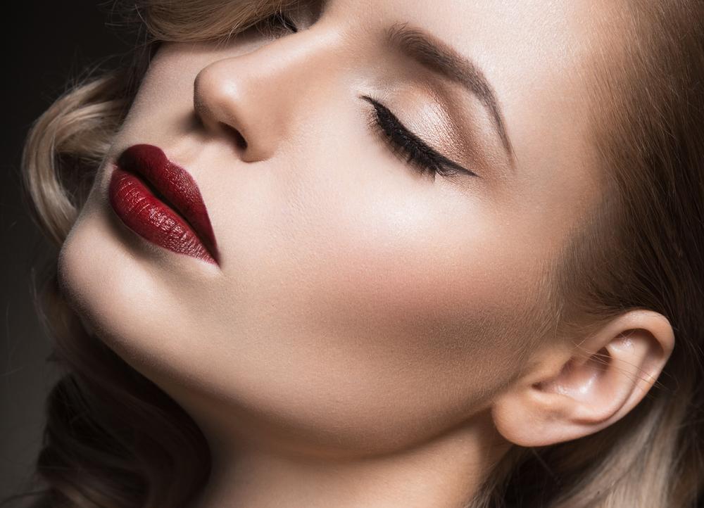 唇のたるみを解消する効果的な美容整形と名医