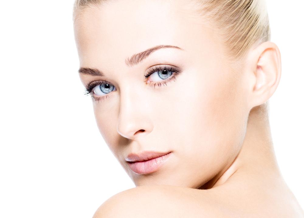ニキビ跡レーザー治療で効果を上げる皮膚科選びとリスク