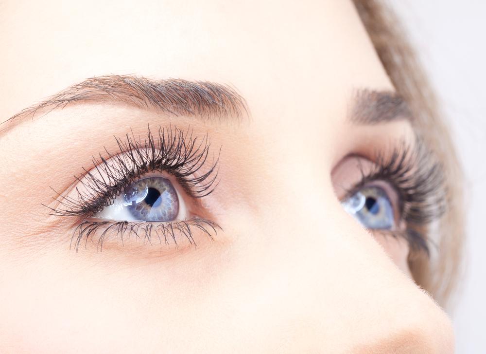 目の上のしわを解消する効果的な美容整形と名医