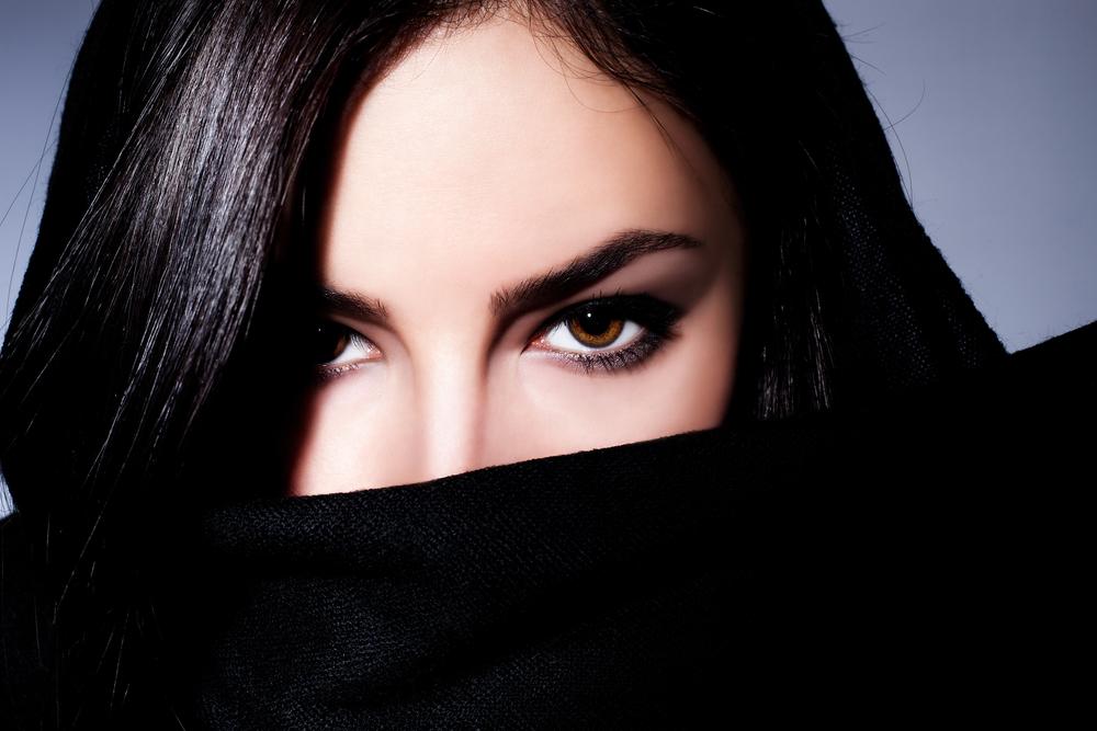 目の下のしわを解消する効果的な美容整形と名医