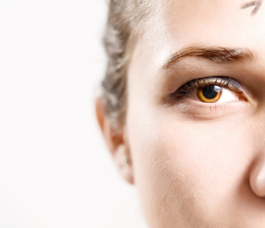 目の下のこけを解消する効果的な美容整形と名医