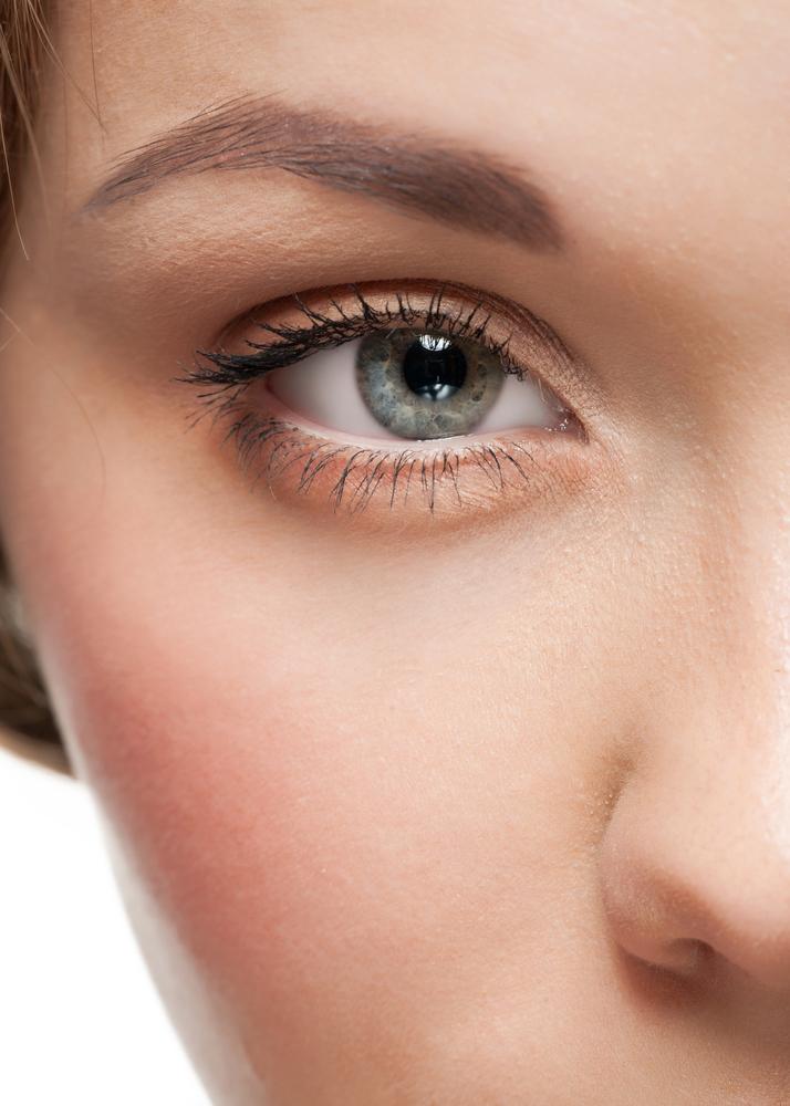 目の下のたるみを解消する効果的な美容整形と名医