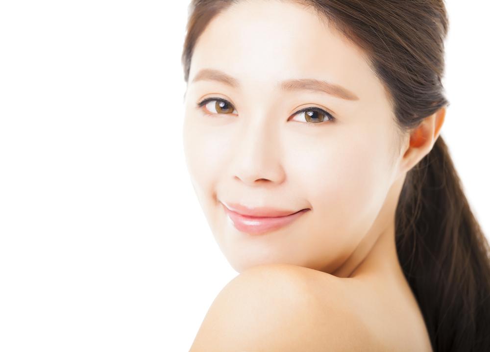 額のしわを解消する効果的な美容整形と名医