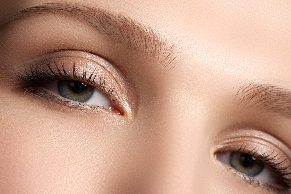 眉下切開法(上眼瞼リフト)のリスク