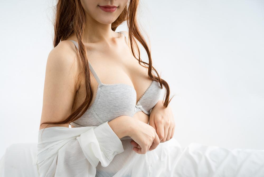 乳房下縁(アンダーバスト)からの豊胸バッグ挿入の修正