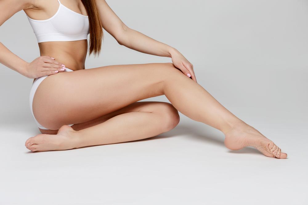 ファッションモデルの様なすらりと伸びた細い足に